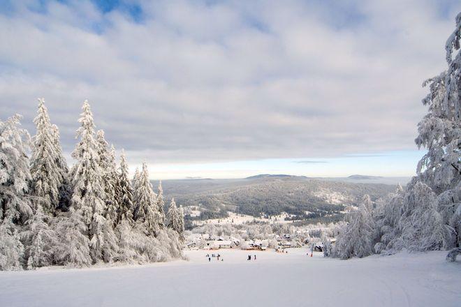 Fans der kalten Jahreszeit können sich im Dreiländereck von unverfälschter Natur und der Schönheit einer abwechslungsreichen Kulturlandschaft verzaubern lassen. Foto: djd/ARGE Dreiländereck