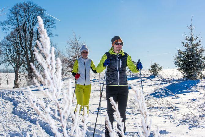Skilangläufer finden in der Tourismusregion Oberharz am Brocken zahlreiche Loipen und Skirundwanderwege. Foto: djd/Tourismusbetrieb der Stadt Oberharz am Brocken - Rübeländer Tropfsteinhöhlen/Jan Reichel