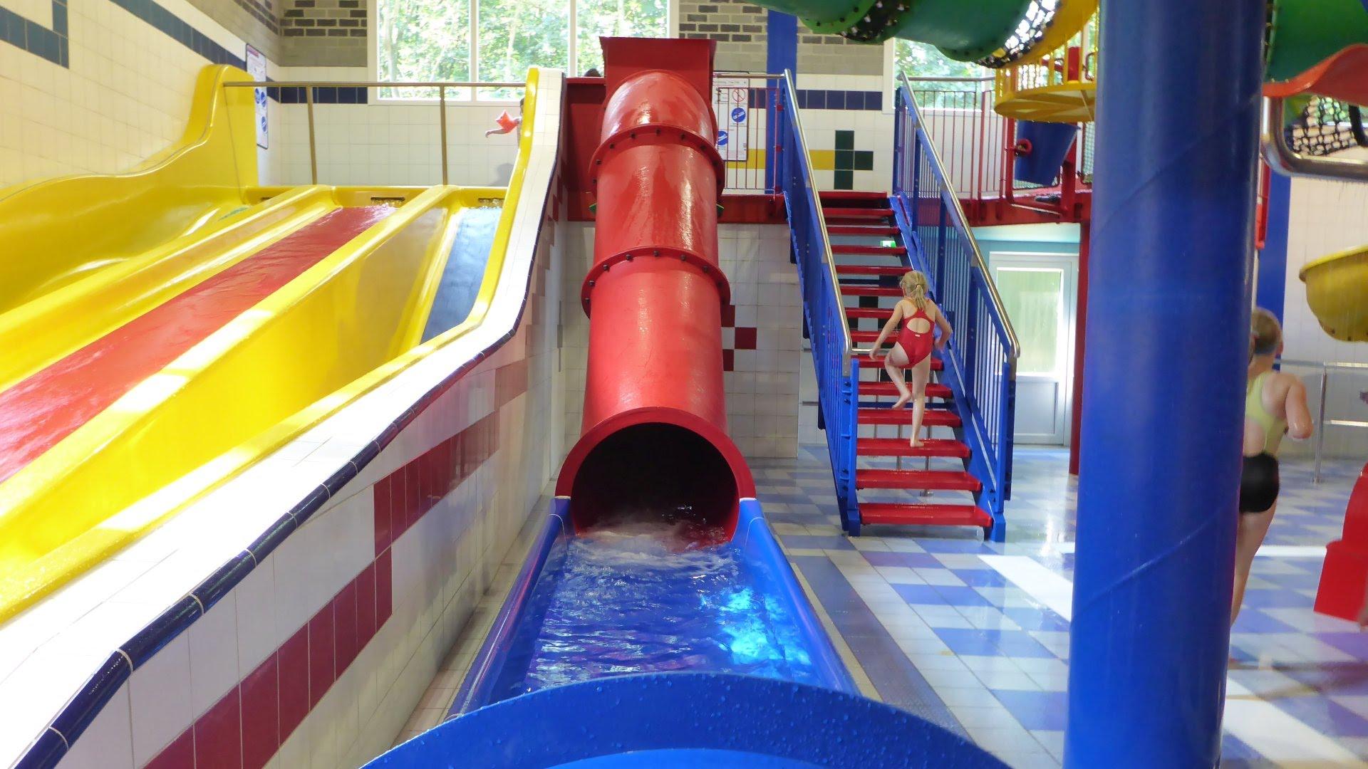 rote Kinder-Röhrenrutsche :: Children Speed Slide   Topas Spaßbad Schloss Dankern (Haren/Ems)