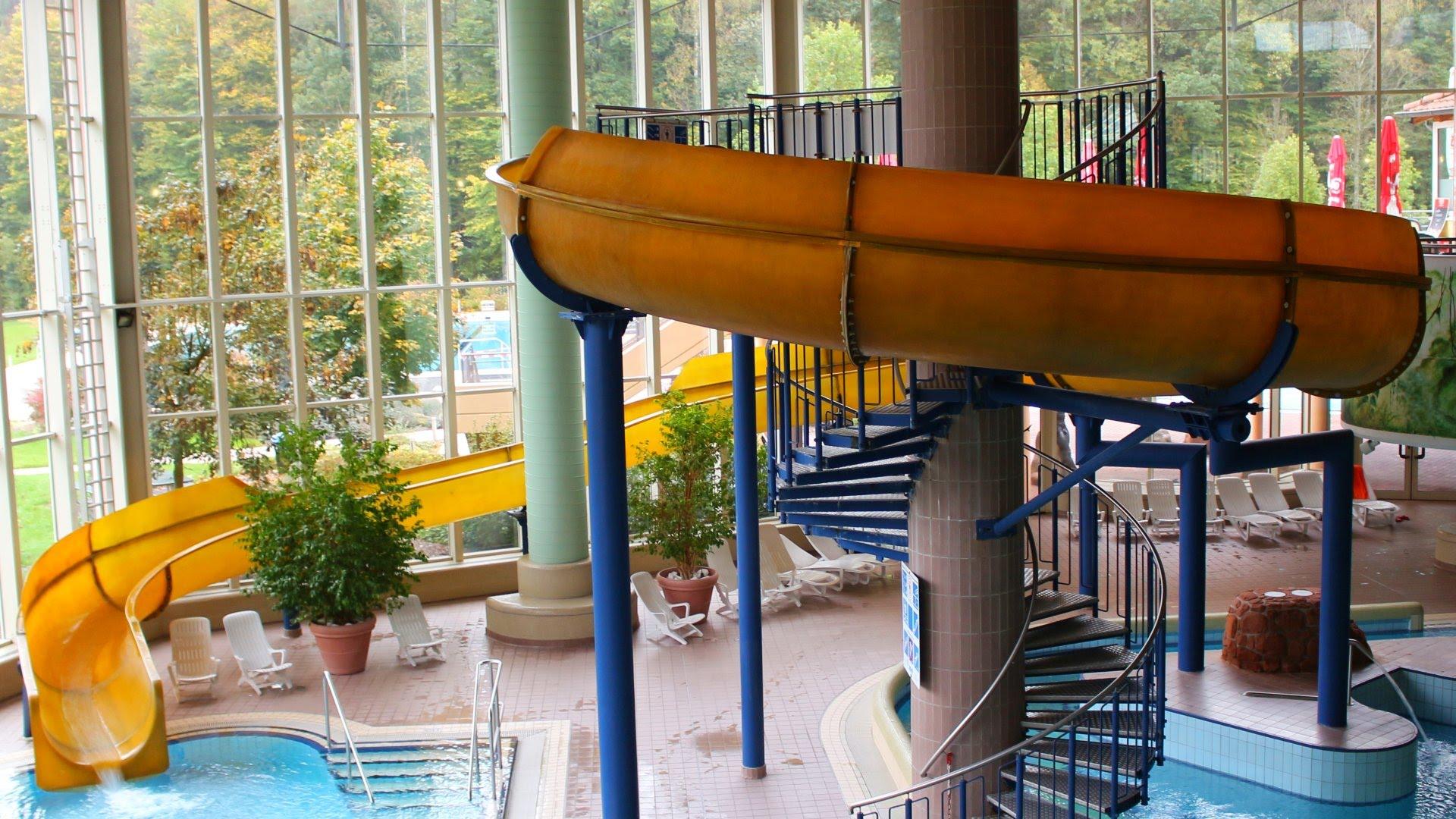 gelbe Riesenrutsche :: Yellow Indoor Slide   Felsland Badeparadies Dahn
