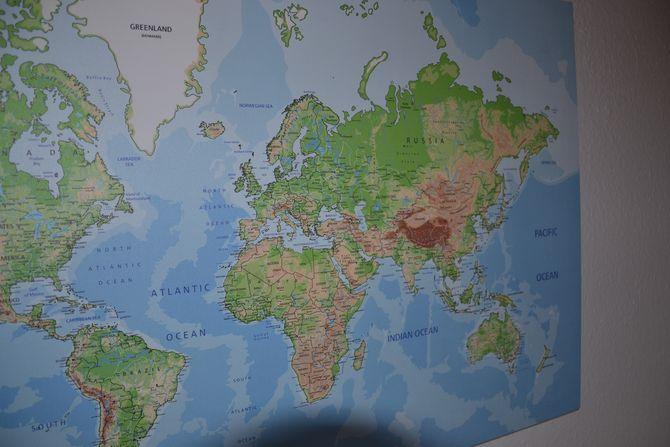 Die Weltkarte auf Holz von Weltkarten.de.
