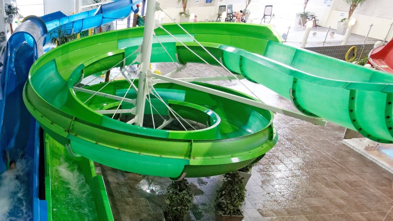 grüne Riesenrutsche :: offene Rutsche | Åbybadet Mölndal