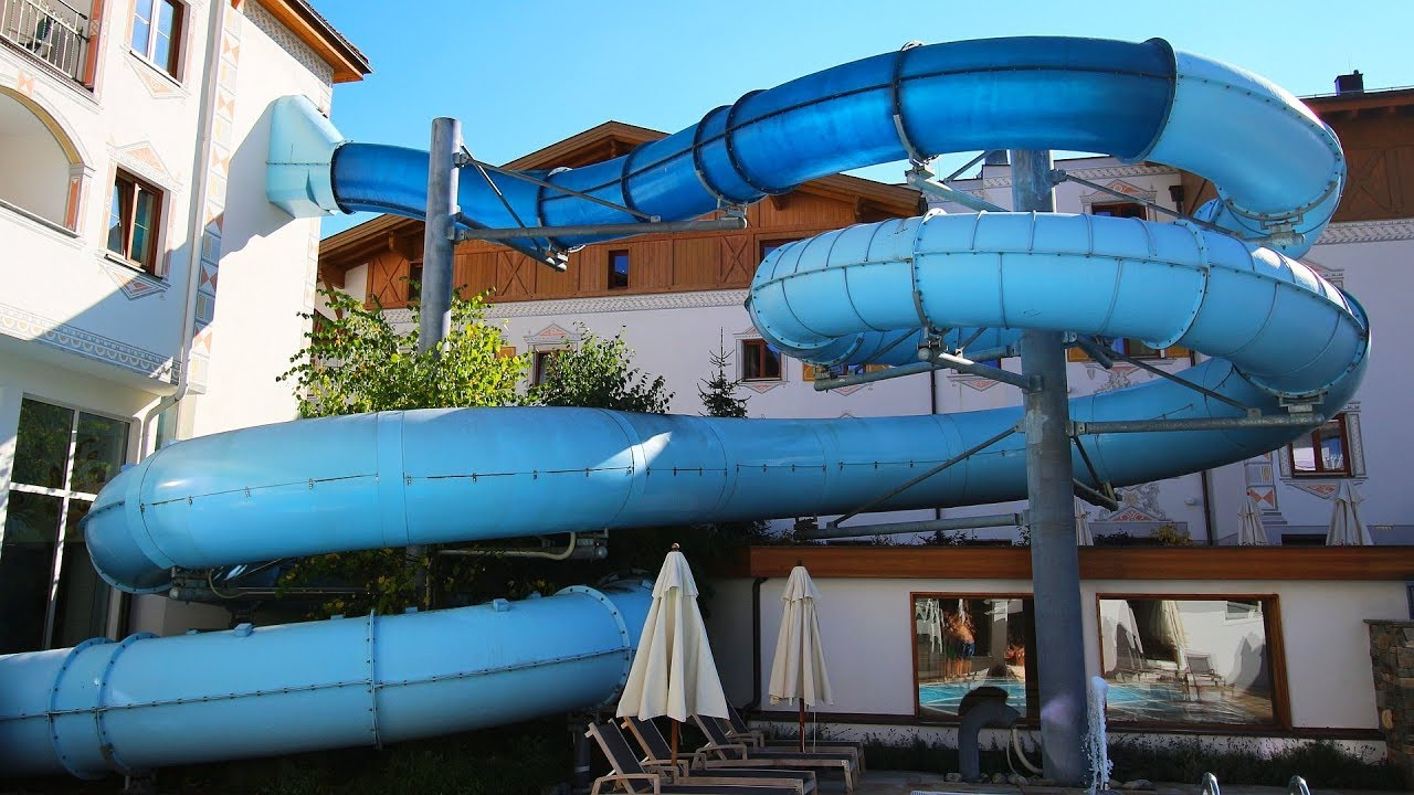 blaue Röhrenrutsche :: Black Hole | Hotel Bär Serfaus