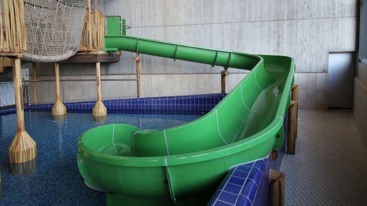 grüne Kinderrutsche :: offene Rutsche   Europabad Karlsruhe