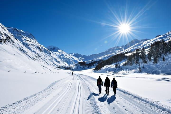 Winterwanderung im malerischen Fextal im Engadin, Kanton Graubünden - Bild © Switzerland Tourism / swiss-image.ch Fotograf Robert Boesch